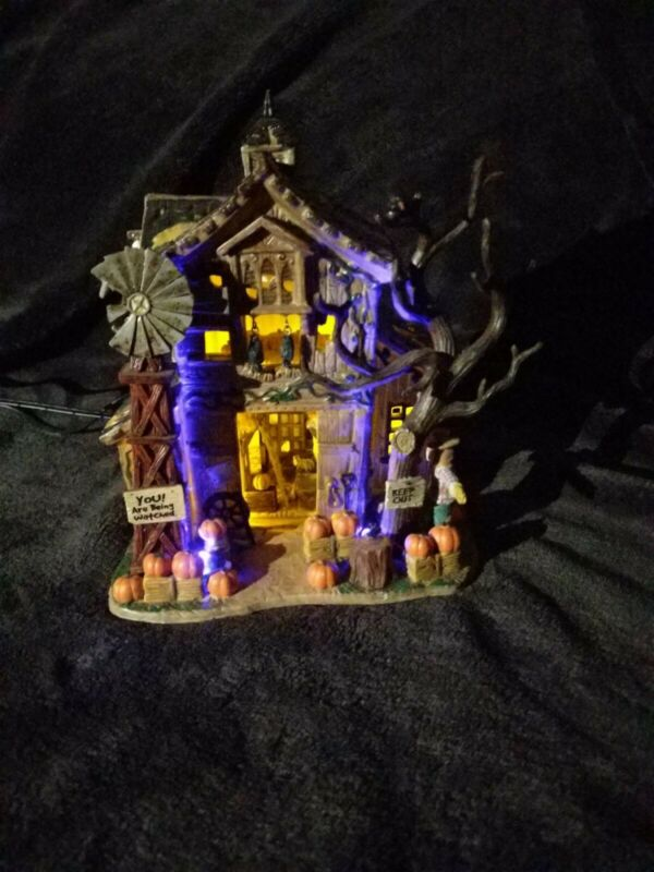 Lemax Spooky Town 2005 CREEPY BARN Halloween Village Lights Up Original Box