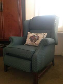 Comfortable fabric recliner