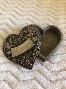 Sweet small engravable ring/trinket box