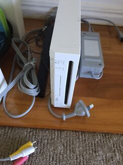 Huge Wii Bundle with games and figurines