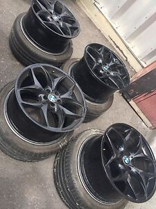 "21"" X5 Genuine BMW wheels with Michelin Runflats 95%"