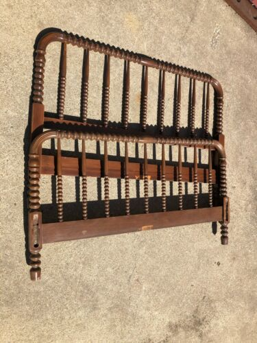 Vintage JENNY LIND Spool Spindle Twin Bed Frame (PU Springfield, IL)