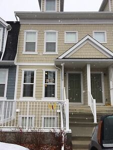 Great Location Townhouse with Lake Access