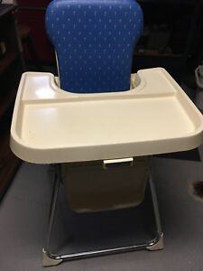 Child's high chair in excellent condition
