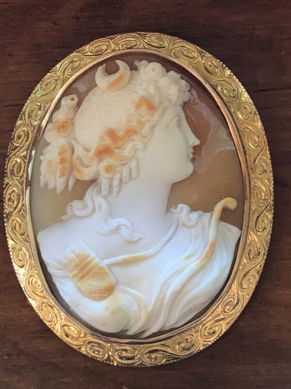 Gigantic Vintage Antique Victorian Cameo Pin Pendant 18 K Gold Unsigned