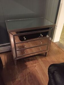 Gorgeous Mirrored 3-Drawer Dresser (Has crack in top drawer)