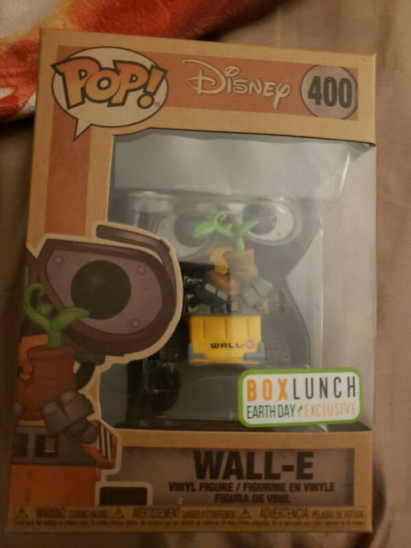 FUNKO POP Disney Wall E and EVE Earth day exclusive bundle in hand