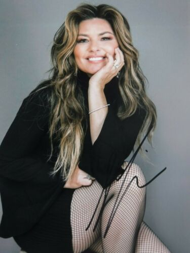 """SHANIA TWAIN  SGNED PHOTO  """"MAGNIFICENT"""""""