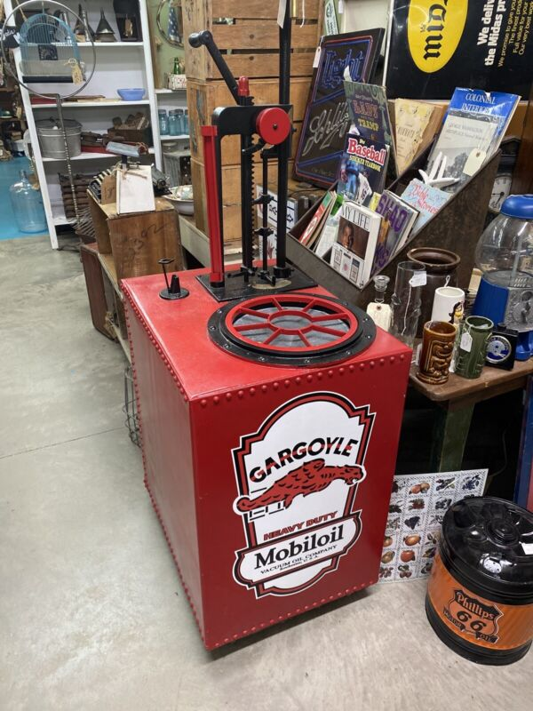 BOWSER OLD MOBILOIL OIL LUBESTER PUMP CART GARGOYLE