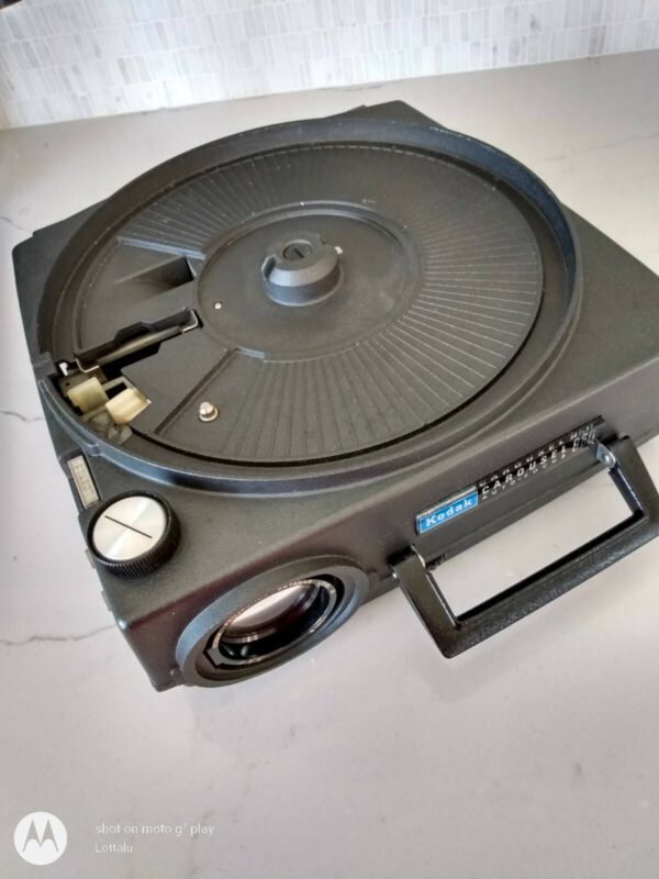 Kodak 850H  Autofocus Carousel Projector In Great Working Condition + Xtra Trays