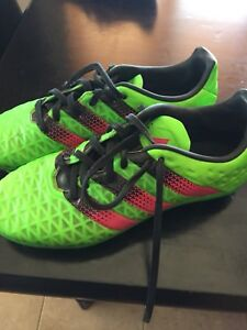Adidas Youth Size 4.5 Soccer outdoor shoes