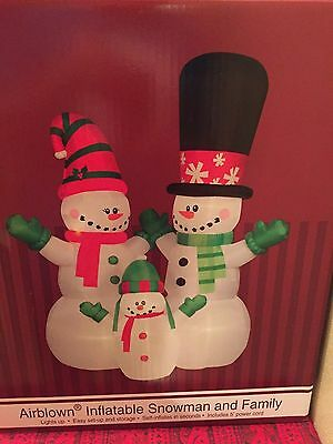 Huge Christmas 12' Lighted Gemmy Airblown/inflatable Snowman And Family