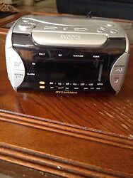 Sylvania Compact Disc AM/FM Stereo Alarm Clock Radio