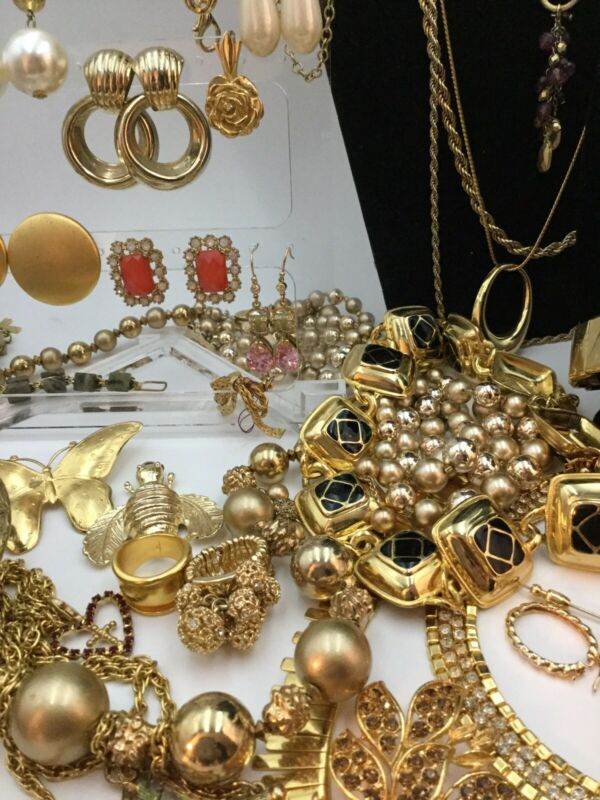huge estate lot Signed gold tone vintage chunky jewelry (48 piece)