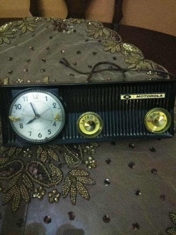 Vintage  Motorola 57CS Tube AM Radio w Telechron Clock