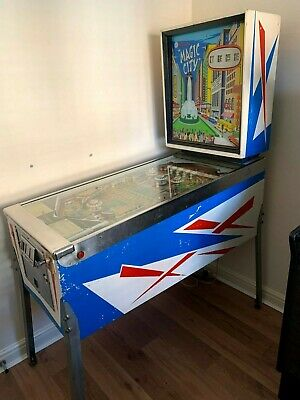 Williams Magic City Pinball Machine (1967)