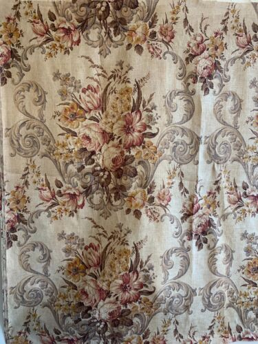 Beautiful 1930s French Printed Linen Floral Fabric (2209)