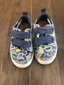 Toddler boys size 6 shoes tiny toms