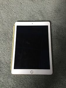 16GB iPad Air 2 with case!! Really good condition