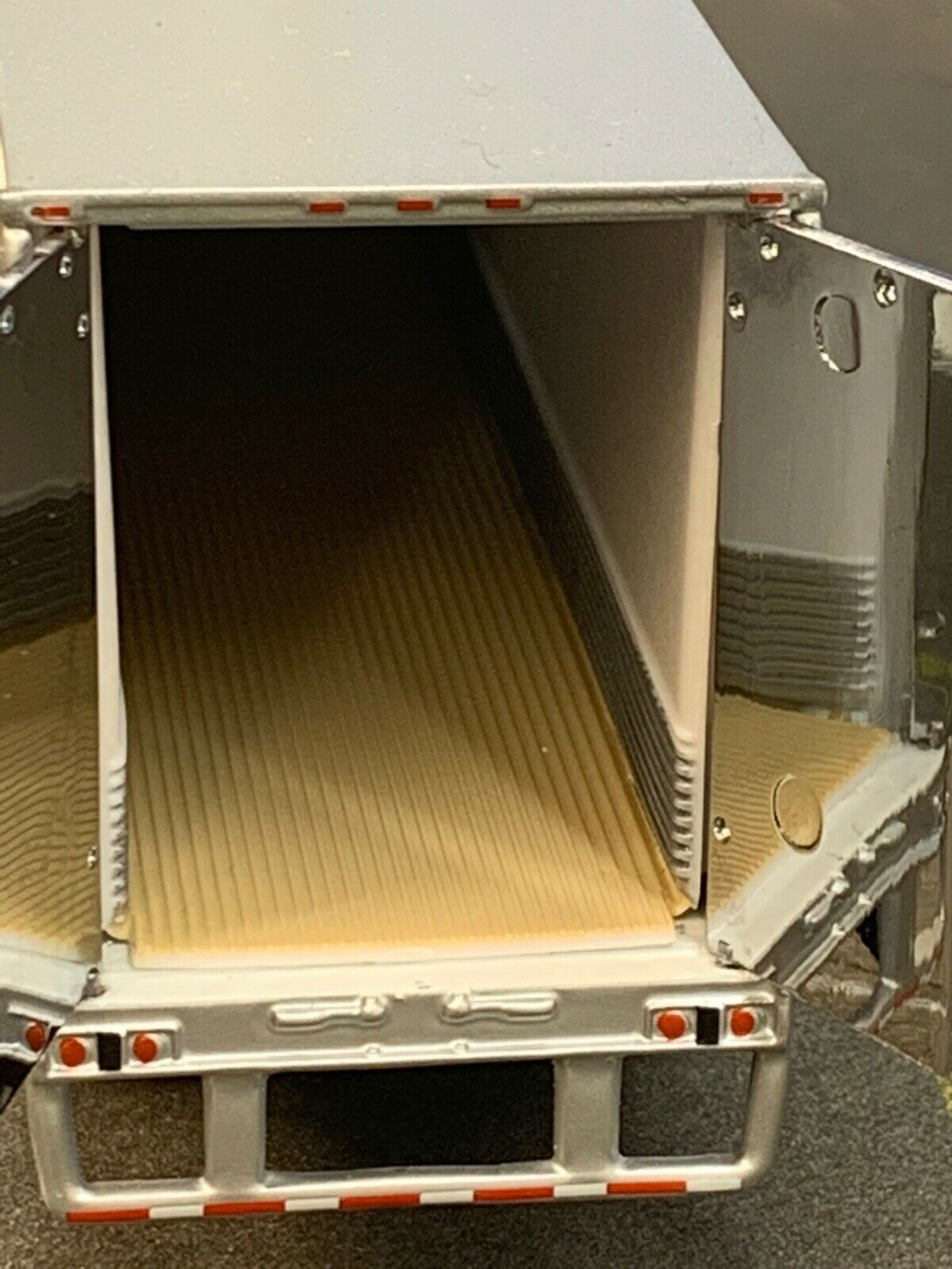 1/64 DCP WHITE WABASH 53' ARTICLITE TANDEM (SUPER SINGLES) W/ THERMO KING REEFER 2