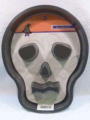 NEW Wilton Skull Cake Pan 2105-6031 Non Stick Halloween Scary Good Treat 2pc - Skull Cake Pan