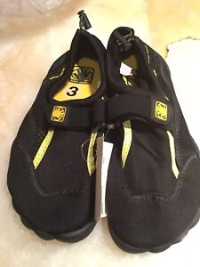 Bodyglove kids youth water shoes size 3 - NEW