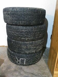 4 tires. 265 70 17 $100