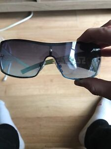 Versace sun glass perfect condition 10/10 little dusty asking 30