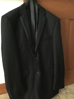Men's Scuzzatti  3 Piece Black  Suit, & Tie - Styled In Italy
