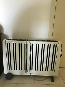 Large economic oil heater, will heat your entire home! Valentine Lake Macquarie Area Preview