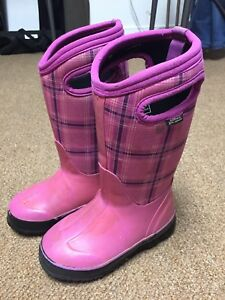 Used pink bogs, size: 11