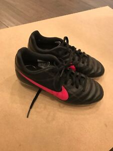 Nike girls soccer cleats size 2