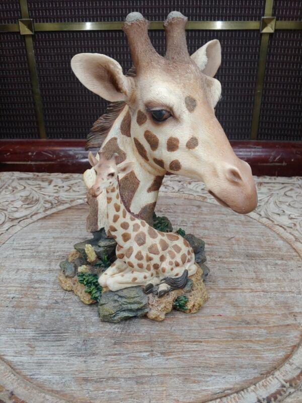Westland Giftware Giraffe and Baby, #5674. Beautiful lifelike figurine