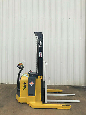 2013 Yale Walkie Stacker - Walk Behind Forklift - Straddle Lift Only 1844 Hours