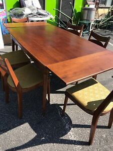 Solid wood table built in extension leafs 6 chairs(trail)