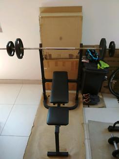Bench press free weights gym