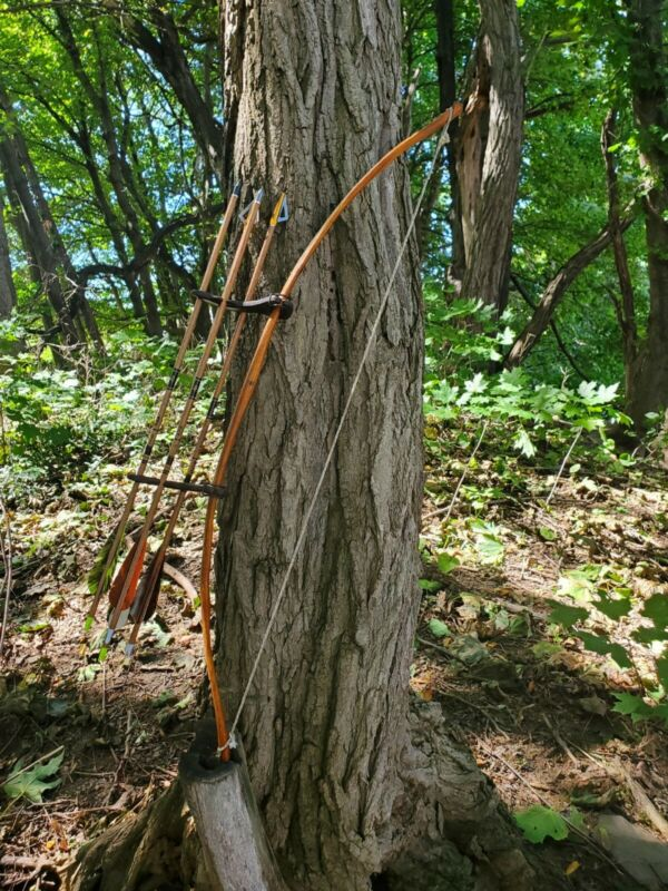 Short bow osage orange primitive self bow with arrows and kwikee kwiver