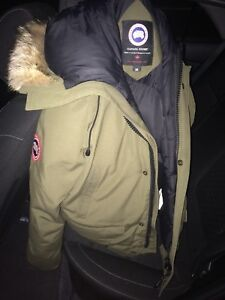 SELLING A MINT CONDITION CANADA GOOSE JACKET!
