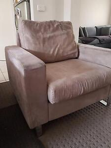 FREE COUCH - Moonee Ponds Moonee Valley Preview