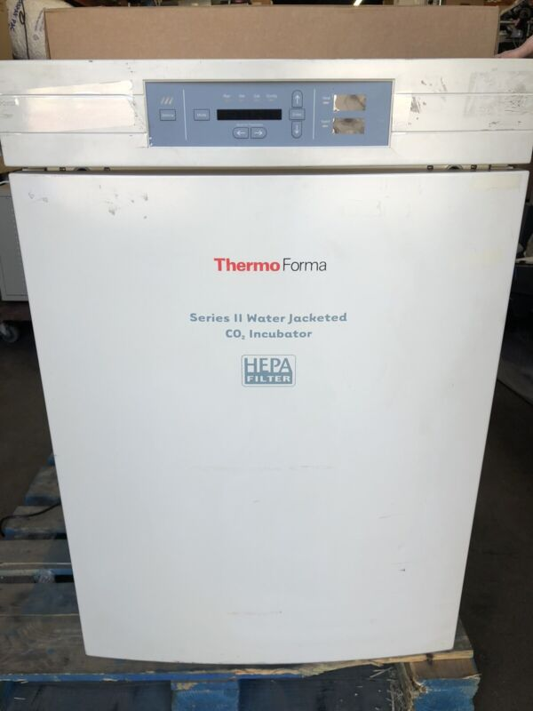 Thermo Forma Series II Water Jacketed CO2 Incubator 3110