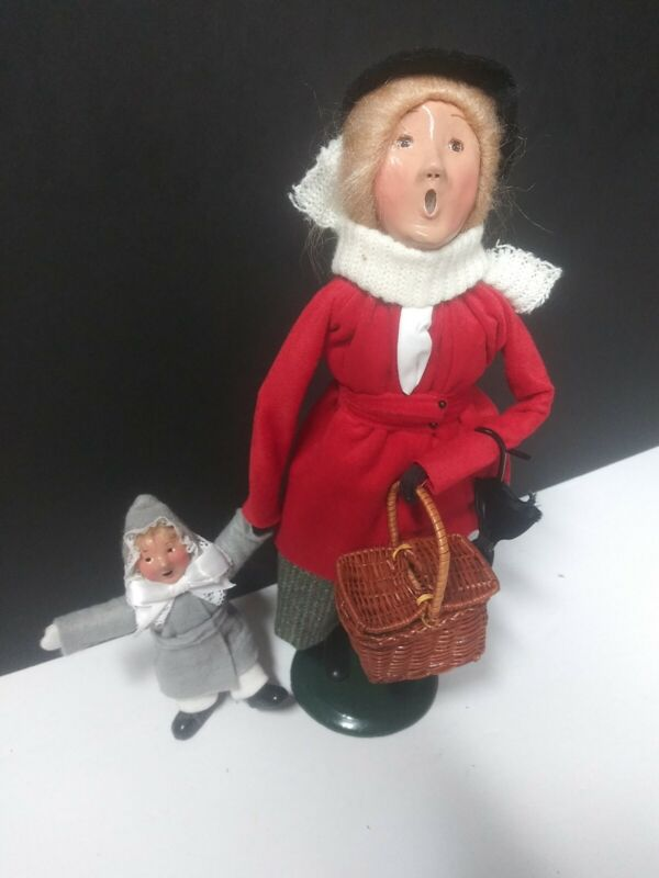 Byers Choice Carolers Woman With Child-.Basket...Umbrella 1994