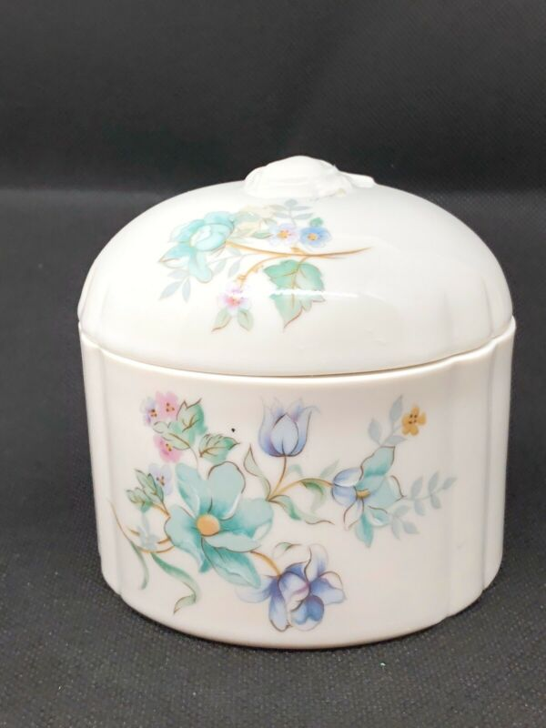 Vintage Elizabeth Arden Porcelain Powder Puff Vanity Jar Trinket Box Japan