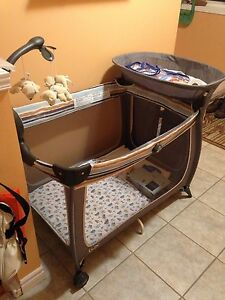 Portable bed for baby  Cambridge Kitchener Area image 3