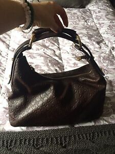 Beautiful authentic Guccissima leather purxe