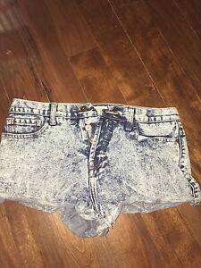 Acid wash denim shorts - size 29