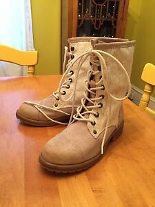 Roxy boots! New! Need gone!