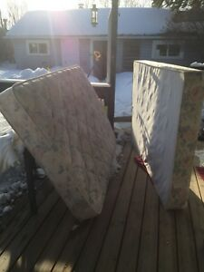 Twin mattress and box spring