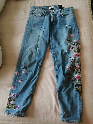 Zara Embroidered Mom Fit Jeans Size 10