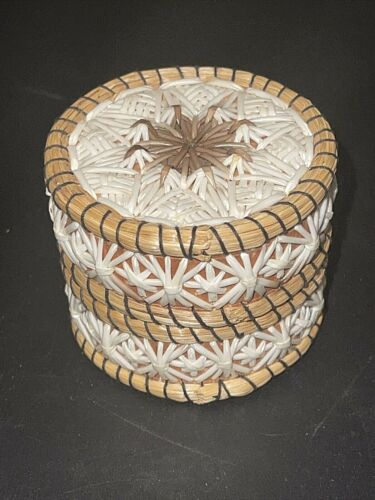 Small Anishinaabe Indian Fancy Quill Birch Basket Box  Anne Pangowish Manitoulin