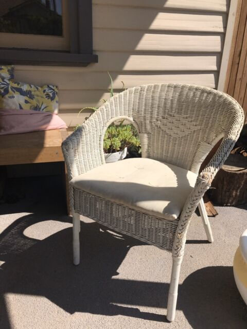 White wicker chair with seat pad   Other Furniture ...
